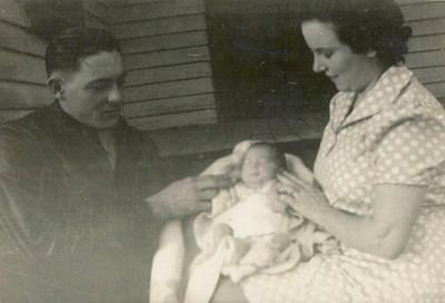 Deryl & Billy Brownfield with their baby daughter, Linda, December 1939.